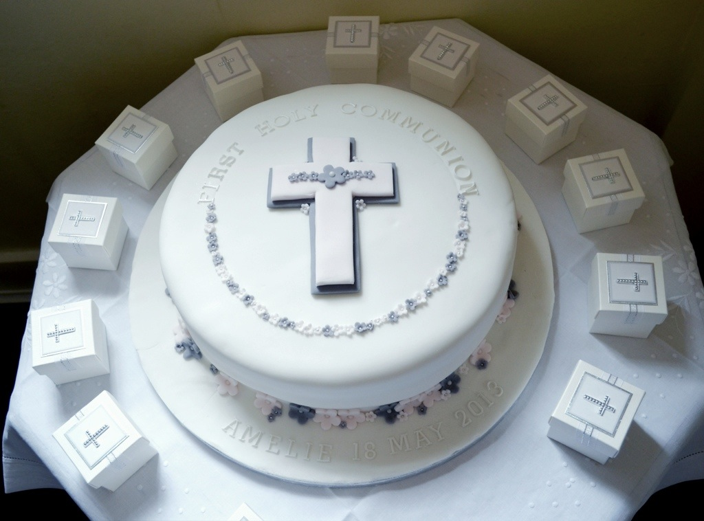 First holy communion cake brownie 39 s blog for 1st holy communion cake decoration ideas